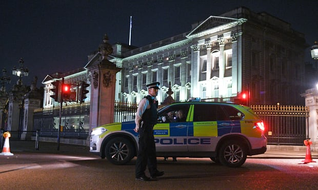 Police Charge Man in Terror Incident Near Buckingham Palace