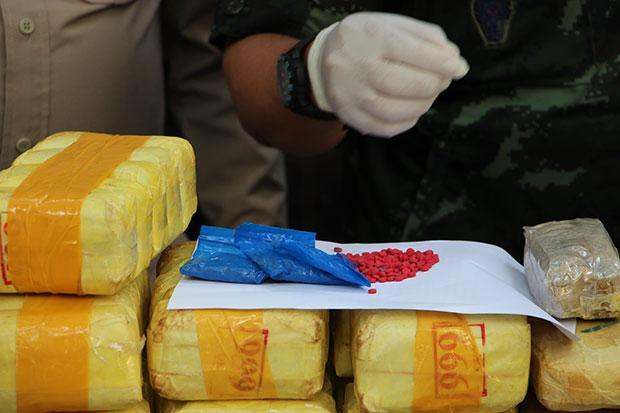 Mae Sai Police Sieze Over Half a Million Meth Pills after Drug Runners Elude Police