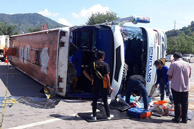 One Dead, 20 Injured after Tour Bus Crashes and Overturns in Phetchabun