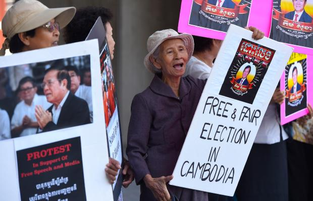 Chinese Foreign Minister Says China Supports Cambodia's Ban on Political Opposition