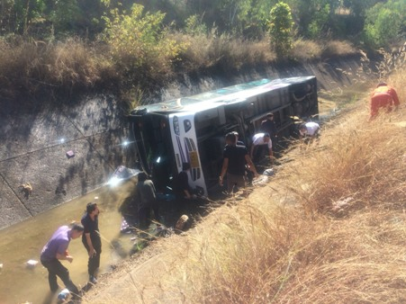 14 Injured After Tour Bus Plunges into an Irrigation Canal in Chiang Mai