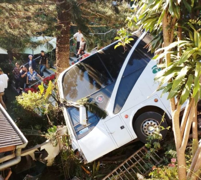 Bus Driver and Ten Chinese Tourists Injured after Bus Plunge into Roadside Ditch in Chiang Mai