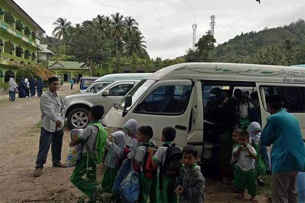 Teachers Claim 26 Children Traumatized When Soldiers Arrested School Bus Driver in Southern Thailand