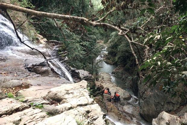 Czech Tourist Falls to His Death From Koh Samui Cliff While Tying to Take Selfie