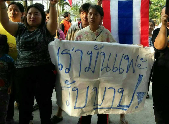 Hundreds of Villagers in Chiang Rai's Wiang Kaen District Protest Police Detention of Three Hmong Men Detained Over Suspected Drug Smuggling