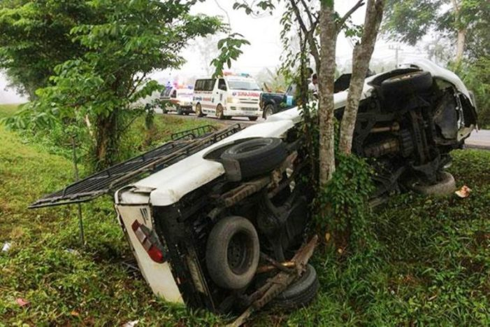 Pick-up Truck Slams into a Tree in Southern Thailand Injuring 5 Passengers