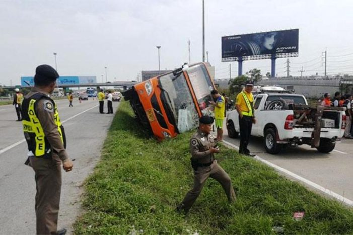 Driver Flees after Bus Crashes in Ayutthaya, Two Burn to Death in Car Wreck in Phitsanulok