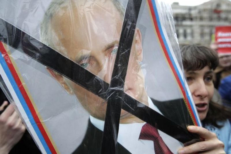 """Over 1600 Jailed as People Protest Vladimir Putin's Fourth Inauguration """"Chanting He's Not Our Czar"""""""