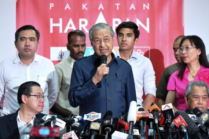 Mahathir, Anwar Step in as Tensions Flare within Malaysia's New Ruling Coalition Government