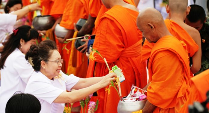 Chiang Rai Governor Launches Merit Making Course for Visakha Bucha Day
