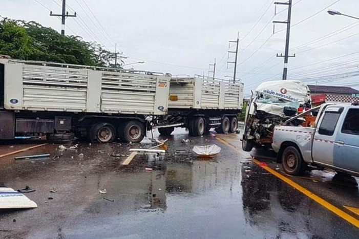 Two Dead, 10 Injured after Van Driver Crashes into Back of Freight Truck in Northeastern Thailand
