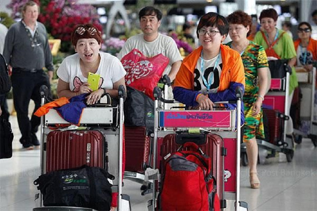 """Thailand's New Immigration Chief Orders Subordinates to Stop Demanding """"Tips"""" from Arriving Chinese Tourists"""