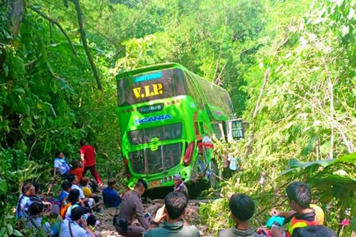 Double Decker Bus Plunges into Ravine Injuring 48 Passengers in North Central Thailand