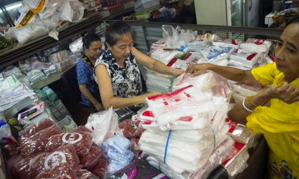 Thailand's Ministry of Finance Discuss Imposing a Environmental Fee on Plastic Bags