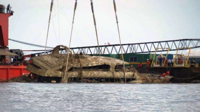 Salvages in Phuket Raise the Shipwreck Phoenix that Killed 47 Chinese Tourists