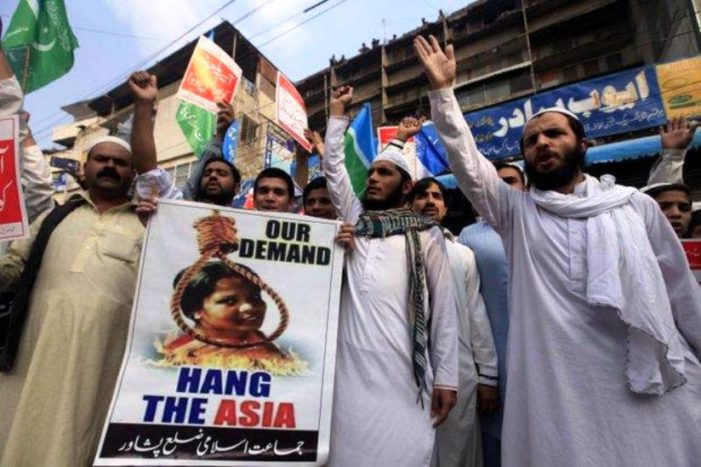 Christian Woman Acquitted of Blasphemy Pleads for Asylum as Muslims Threaten Death in Pakistan