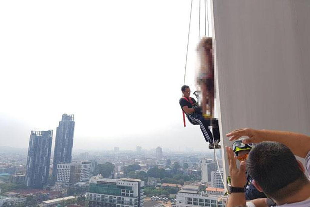 69 Year-old Norwegian Man Found Dead, Hanging from Rooftop of Condo Building in Pattaya, Thailand