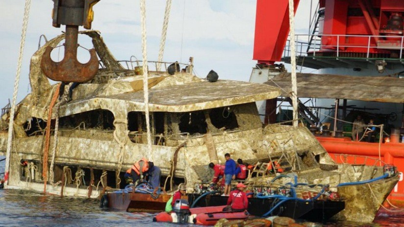 """Specialists Report Says Phoenix Boat Which Sunk and Killed 47 Chinese Tourists Was """"Substandard Construction"""""""