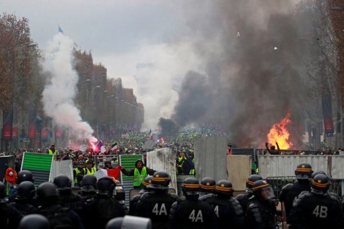 """Paris Turned into Battle Zone as """"Yellow Vest"""" Protests Escalate"""