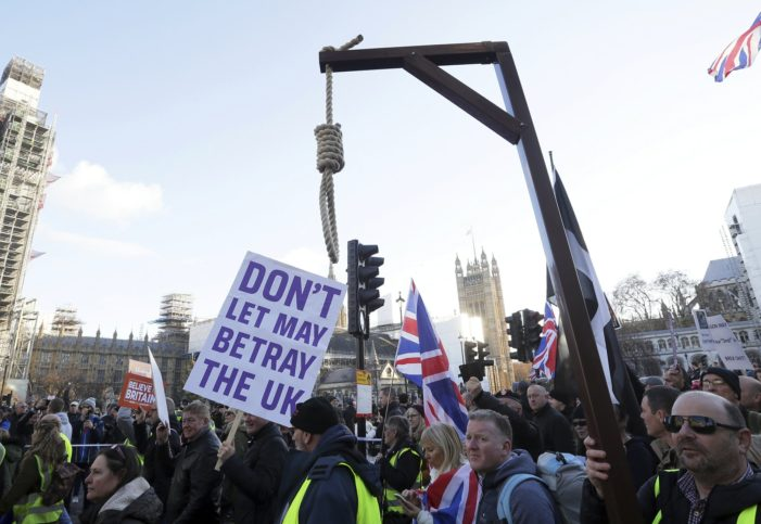 Pro Brexit Protesters March as May Warns of 'Uncharted Waters' if Brexit Deal Nixed