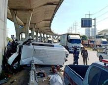 Eight Korean Tourists Injured in Passenger Van Crash in Central Thailand