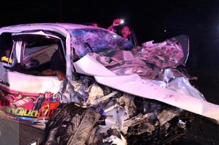 Five Dead, Five Severely Injured after Two Pickups Collide Head-on in South Central Thailand