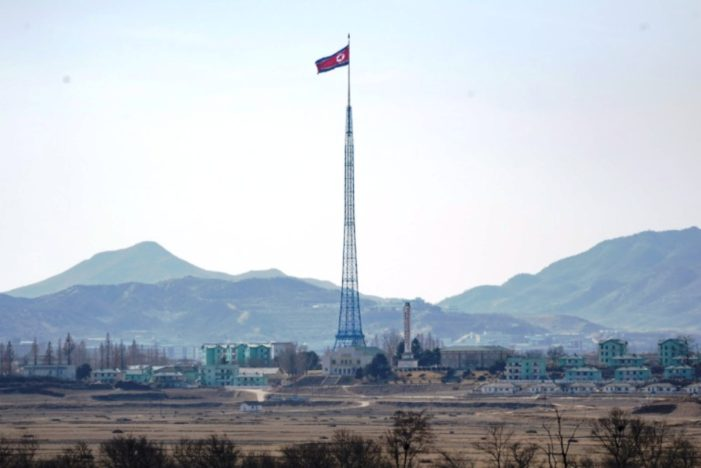 North Korean Soldier Defects to South Across Border