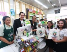 Plastic Bag Ban Campaign at 7-Eleven Convenience Stores Cuts Use of 100 Million Plastic Bags