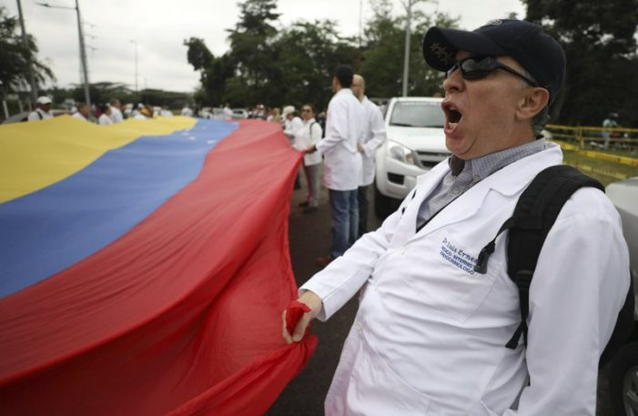 Venezuelan Doctors Protests Against President Maduro's Blocking of Foreign Aid