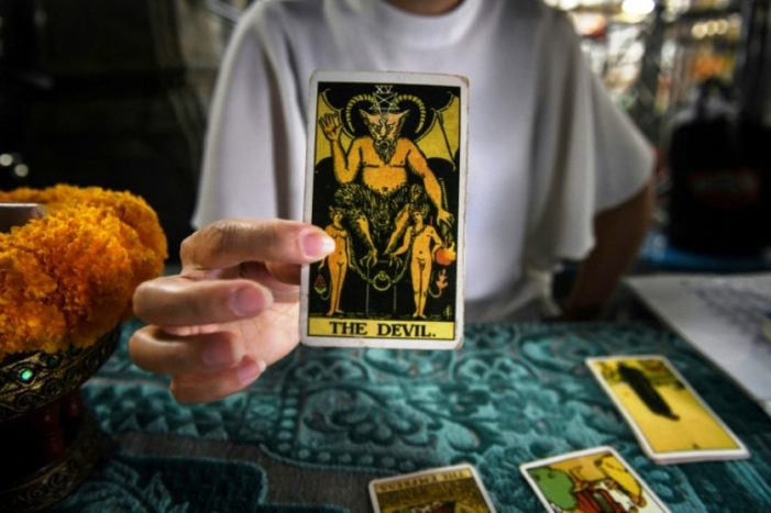In Chaos, Thai Politicians Turn to Fortune Tellers