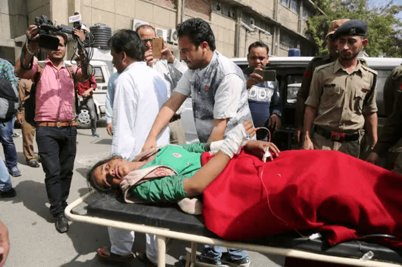 Deadly Shelling Erupts in Kashmir Between India and Pakistan