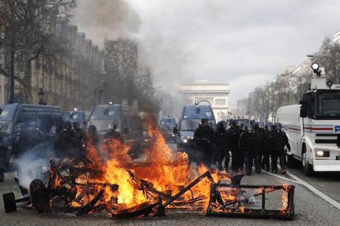Black-Clad Anarchists Use Cover of Yellow Vest Rally to Loot Pairs Businesses