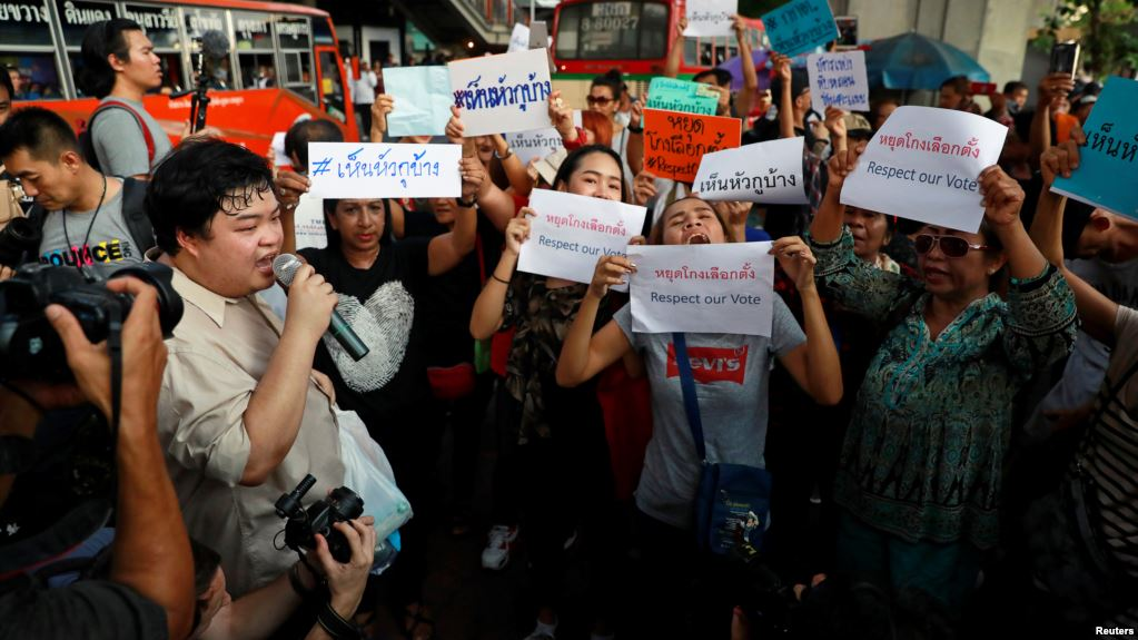 Discontent Over Thailand's Election Commission Spills Out onto the Streets of Bangkok