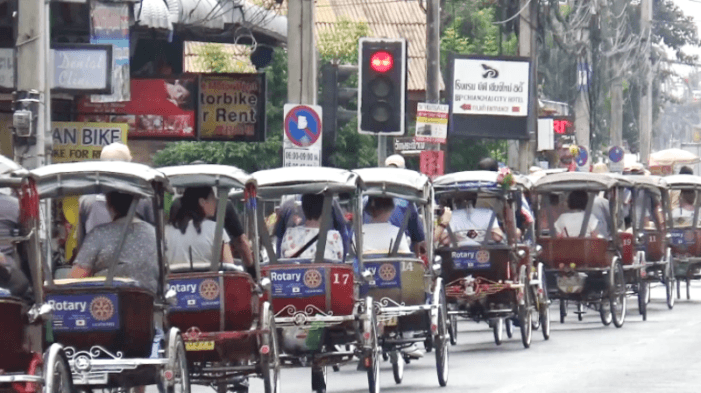 Northern Thailand's 'Samlor' Drivers Refuse to Give up Pedaling