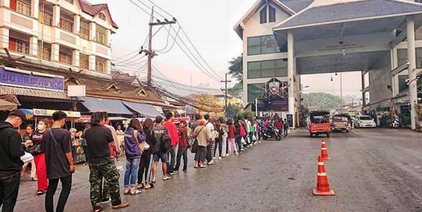 Thai Immigration in Mae Sai Sends 22 Migrant Workers Back to Tachilek, Myanmar