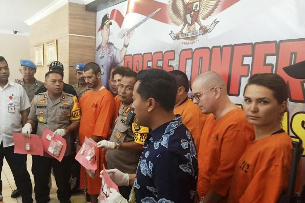 American and 4 Other Foreigners Facing Death Penalty After Being Arrested in Bali Indonesia for Selling Cocaine