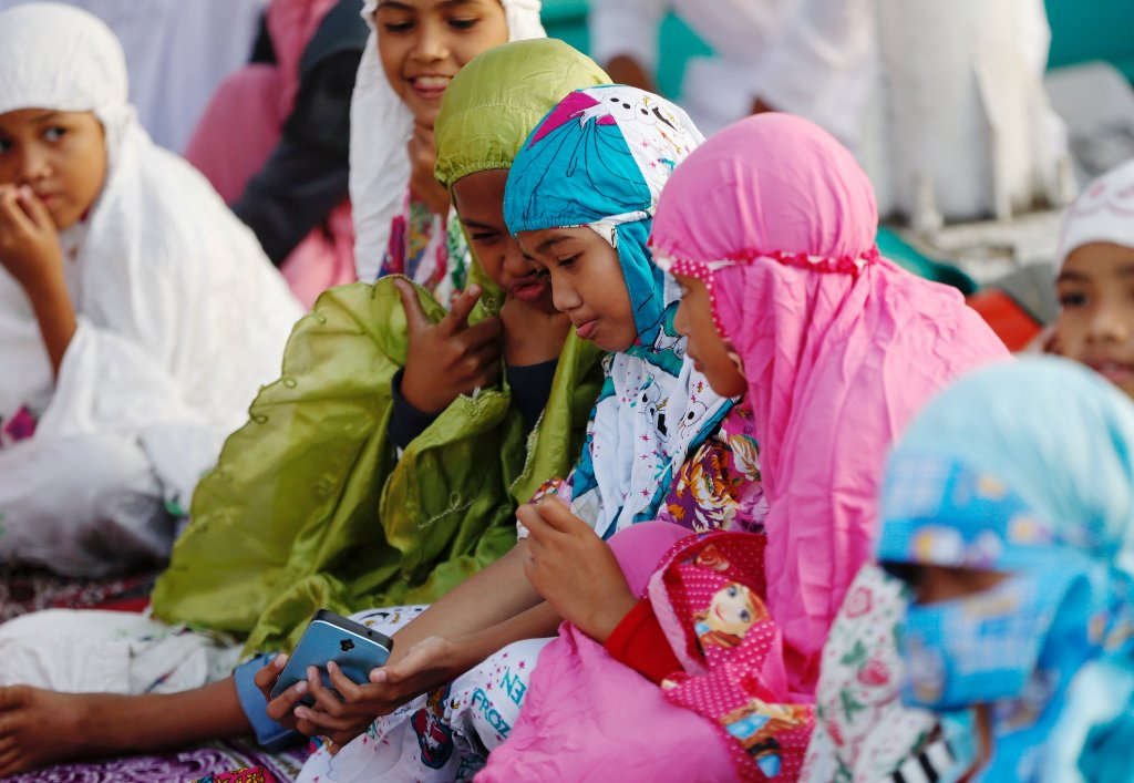 Indonesia Raises Minimum Age Girls Can Marry to Curb Child Brides