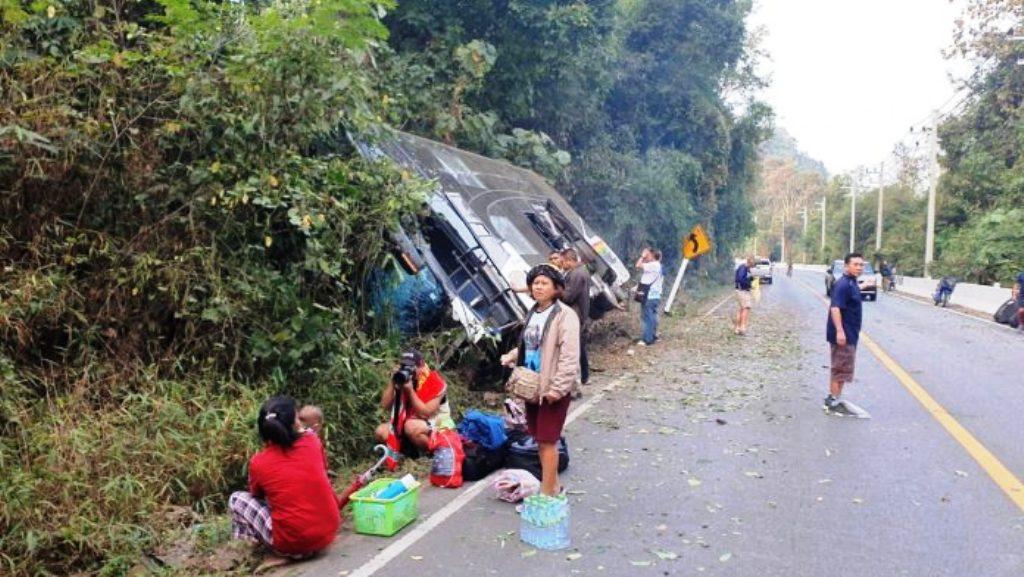 tour bus crashes Thailand