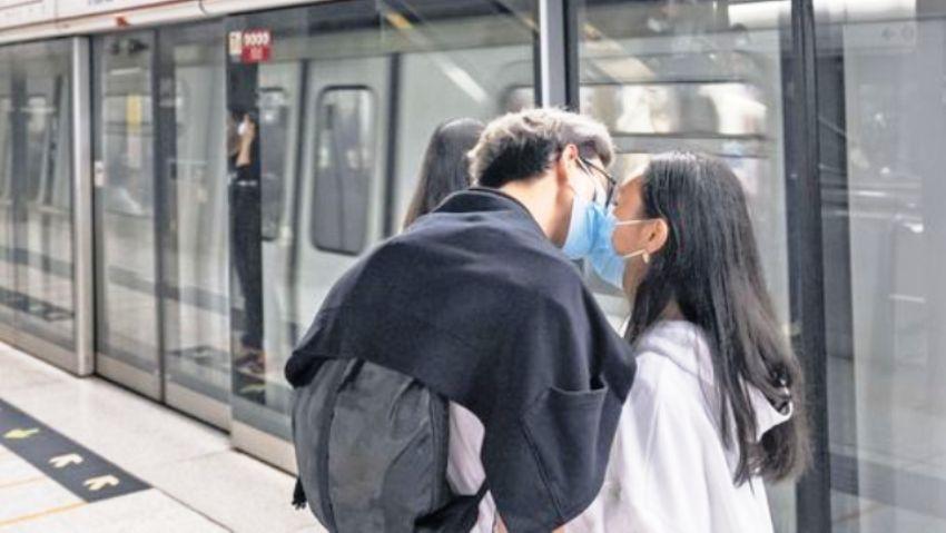 kiss greetings coronavirus france