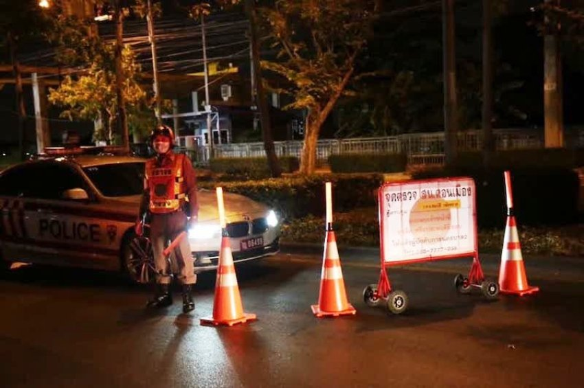 curfew violators drinking, chiang mai, police arrested