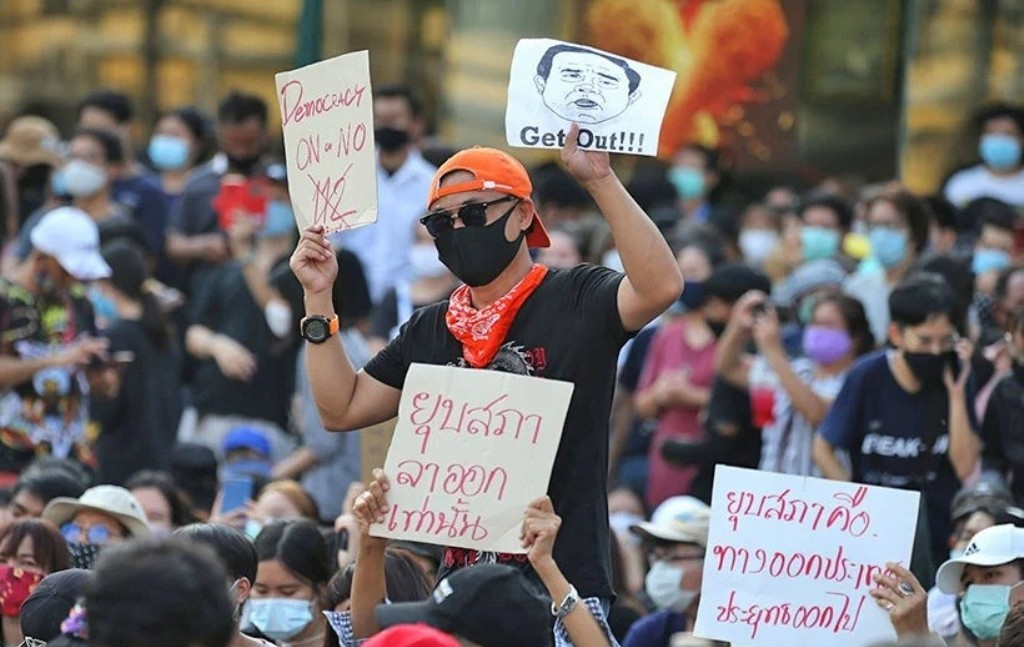 Investors Confidence, economy,Anti-government Protesters Defy Prime Minister Across Thailand