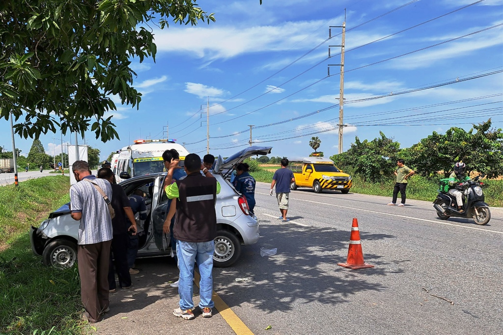 Elderly Couple Killed, Girl Injured after Car Crashes in Northern Thailand