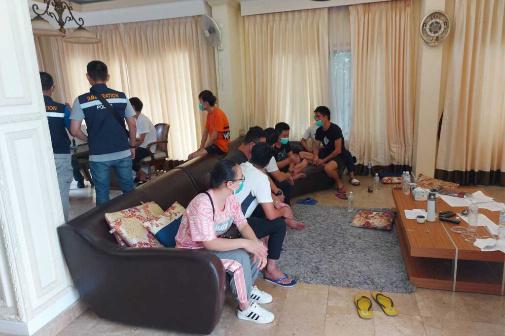 Houses, Immigration, Nineteen Chinese Nationals Arrested for Illegal Entry in Northern Thailand