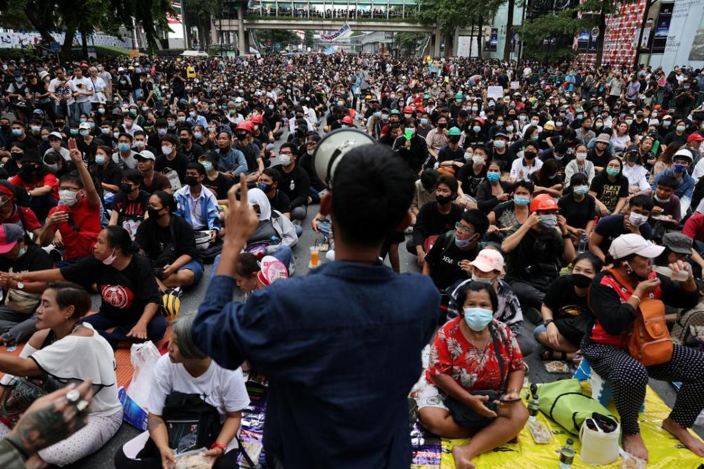 Protesters Pack Bangkok Calling for Thailand' Prime Minister to Resign