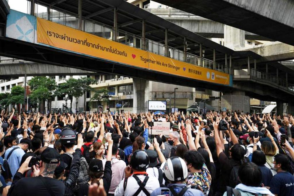 Anti-government Proesters, Bangkok, Thailand,'We Want Freedom' Thais Mass to Defy Emergency Decree