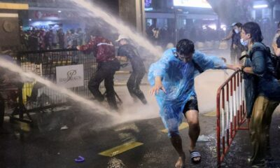 Anti-Government Protesters Defy Police Water Cannons to Deliver Letters