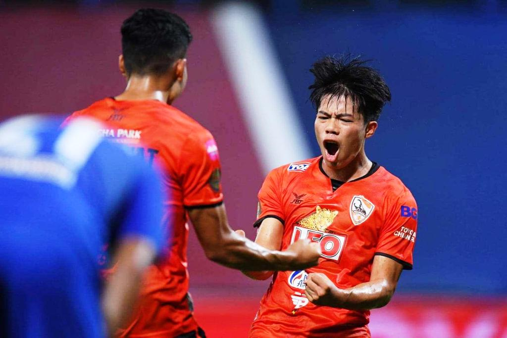 Defending Champions Chiang Rai United to Narrow Gap with Pathum