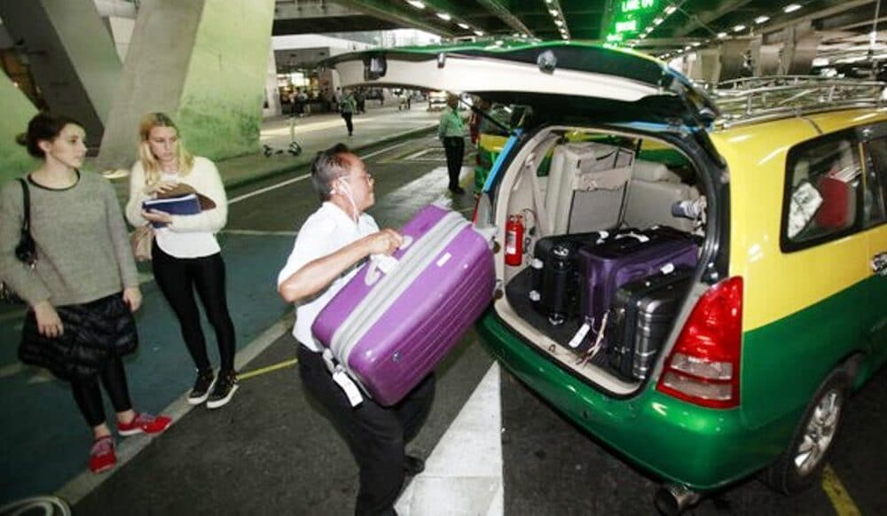 Taxi Passengers Now Face a Luggage Charge to and From Airports
