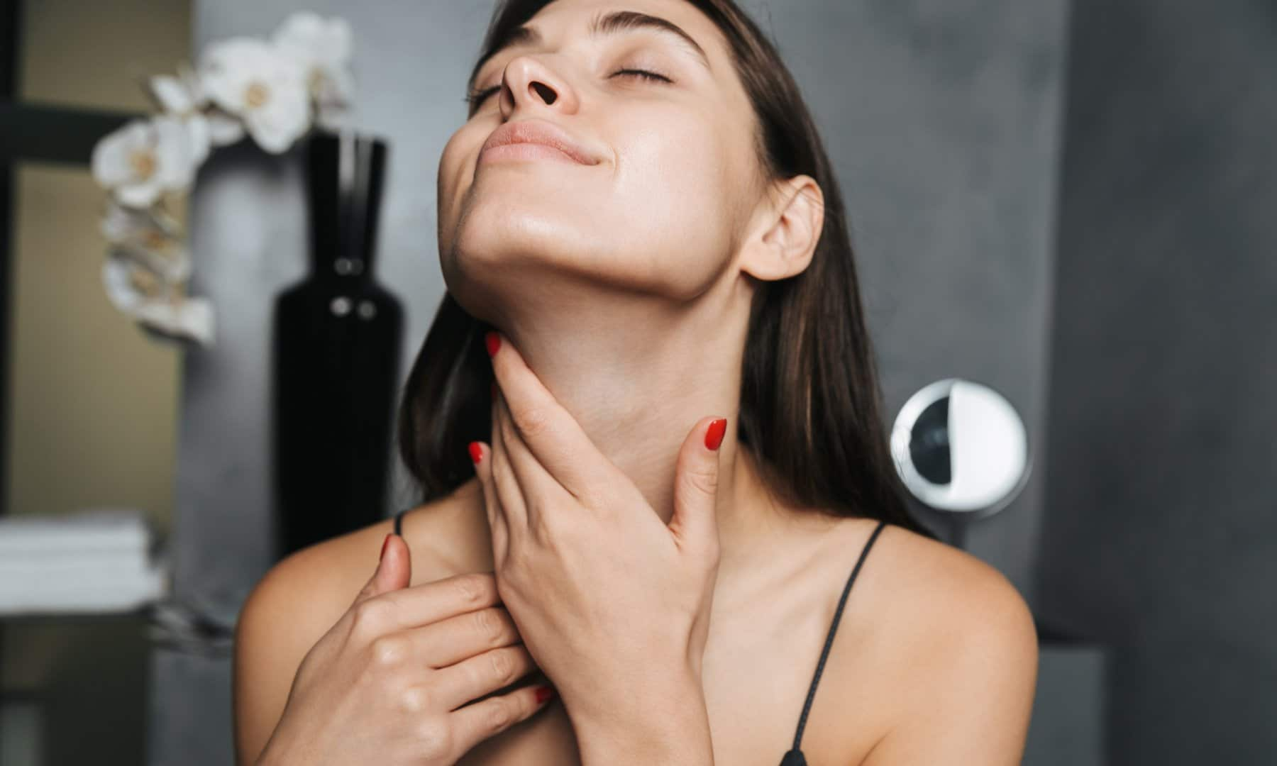 How to Tighten Saggy Neck Skin Without Getting Surgery