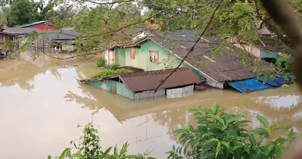 Heavy Rains and Flooding Affects 18,000 Homes in Southern Thailand